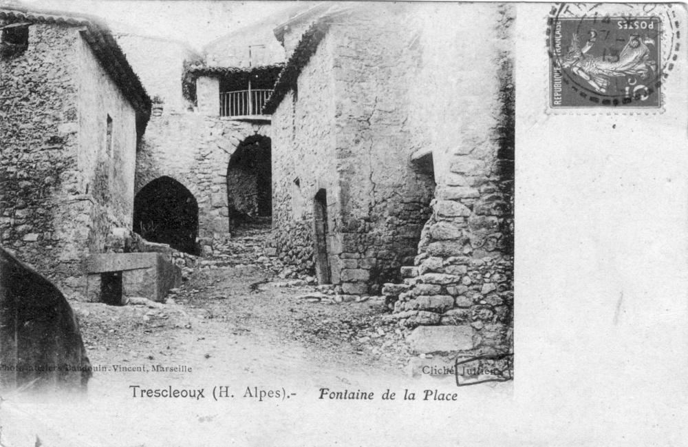 Trescleoux - Fontaine de la Place